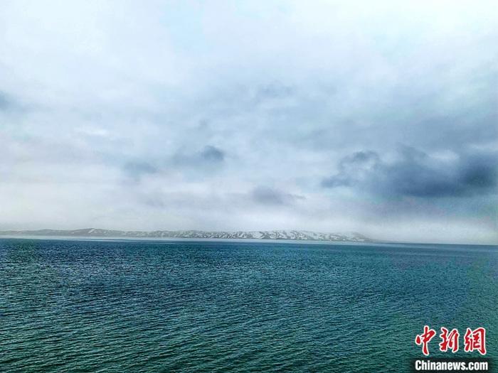 资料图为在黄河源头拍摄的鄂陵湖。中新社记者 孙睿 摄