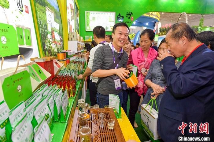 """海南""""冬交会""""台湾农产品受欢迎 台商促推广寻商机"""