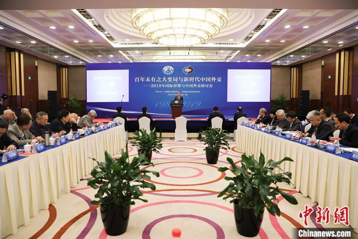 12月13日,中国国务委员兼外长王毅在北京出席2019年国际形势与中国外交研讨会开幕式并发表演讲。中新社记者 赵隽 摄