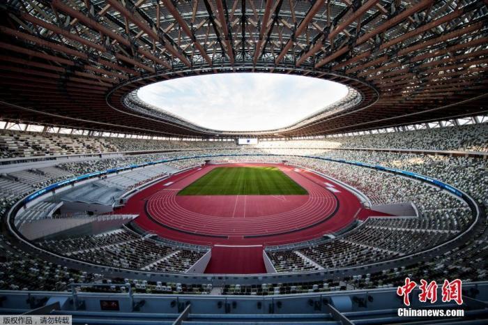 当地时间12月15日,日本东京,2020年东京奥运会和残奥会主场馆日本国立竞技场举行竣工仪式。据悉,该场馆工期建设历时3年,于今年11月30日宣布竣工,工程费用为1569亿日元(约合14.35亿美元)。这里将是2020年东京奥运会以及残奥会的开幕式和闭幕式举办地。