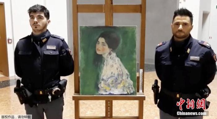 12月17日据台湾联合新闻网报道,23年前,奥地利画家克林姆知名画作《淑女肖像》在意大利里奇奥迪美术馆展出时失窃,令人痛心。然而近日,一名美术馆园丁在清理外墙的常春藤时,发现疑似当年失窃的画作。目前,馆方与警察正在积极确认这幅画作是否为克林姆真迹。
