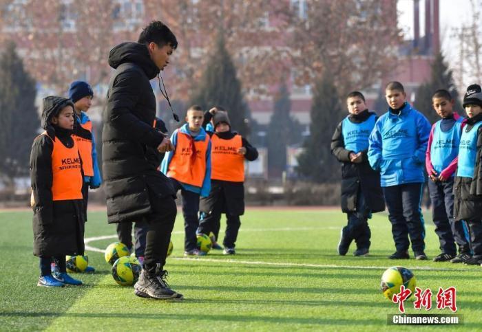 青训的关键之一在于教练员。中新社记者 刘新 摄