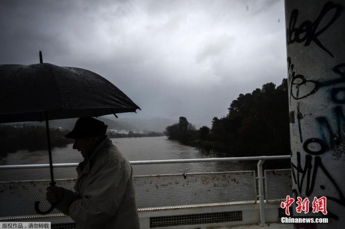 """据报道,18日,该地区遭风暴""""艾尔莎""""袭击,21日,""""法比安""""又来袭,为当地带来新一轮强风及暴雨。"""