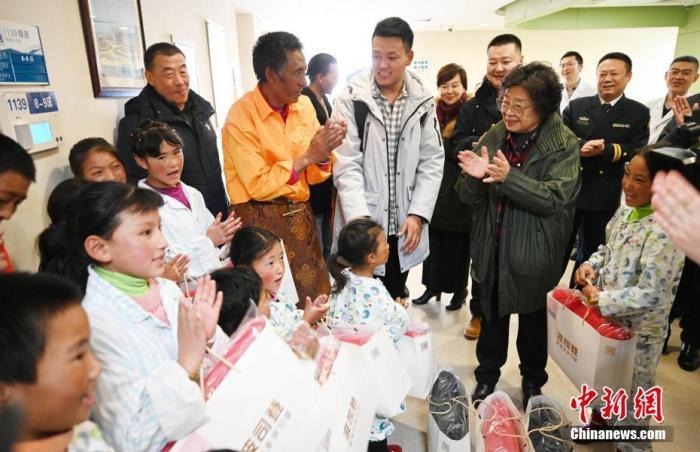 红星基金领导看望四川甘孜州在京治疗的先心病患儿