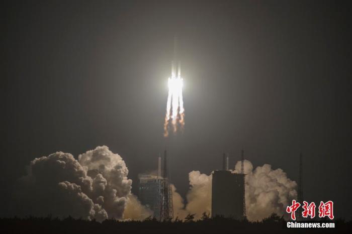 业内专家指出,长征五号火箭的运载能力进入国际先进之列,是中国由航天大国迈向航天强国的重要标志之一。<a target='_blank' href='http://www.chinanews.com/'>中新社</a>记者 骆云飞 摄