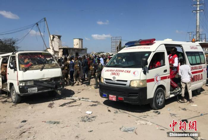 当地媒体报道援引索马里安全服务官员称,此次袭击的主要目标可能是来自土耳其的4名工程师。他们已经在袭击中身亡。