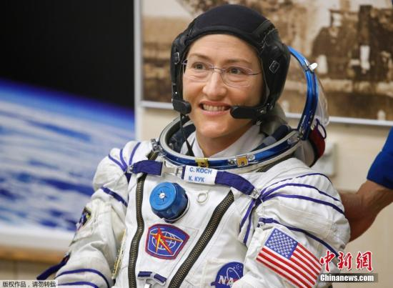 资料图:美国宇航员科赫打破纪录,成为在单次飞行在太空中停留时间最长的女性。