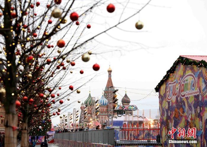 当地时间12月31日,莫斯科红场装扮一新,迎接新年到来。<a target='_blank' href='http://www.chinanews.com/'>中新社</a>记者 王修君 摄