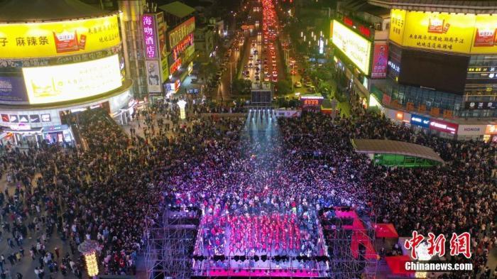 资料图:长沙街头。中新社记者 杨华峰 摄