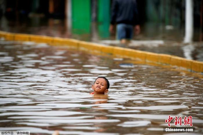 恩佐2娱乐:印尼洪灾致40万人