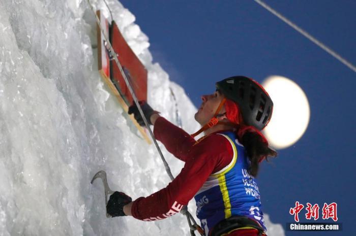1月4日,国际登联攀冰世界杯进行男子速度资格赛争夺。2019-2020赛季国际登联攀冰世界杯正在长春进行,本次比赛分设男女速度赛和难度赛四个项目,共有16个国家和地区的近80名运动员参赛。<a target='_blank' href='http://jixvs.com/'>中新社</a>记者 富田 摄