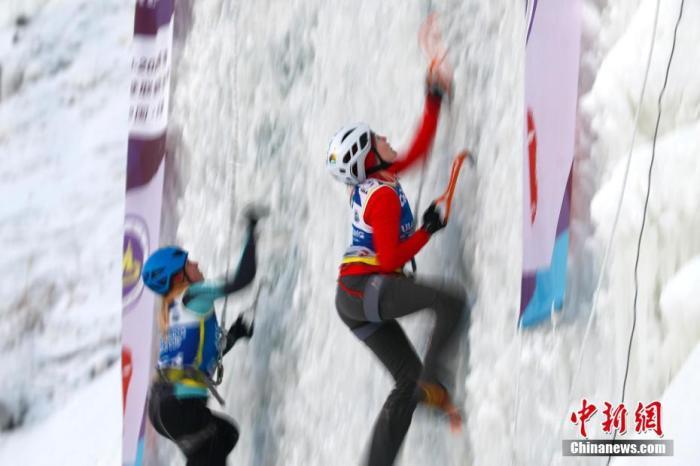 1月4日,国际登联攀冰世界杯进行女子速度资格赛争夺。2019-2020赛季国际登联攀冰世界杯正在长春进行,本次比赛分设男女速度赛和难度赛四个项目,共有16个国家和地区的近80名运动员参赛。<a target='_blank' href='http://jixvs.com/'>中新社</a>记者 富田 摄