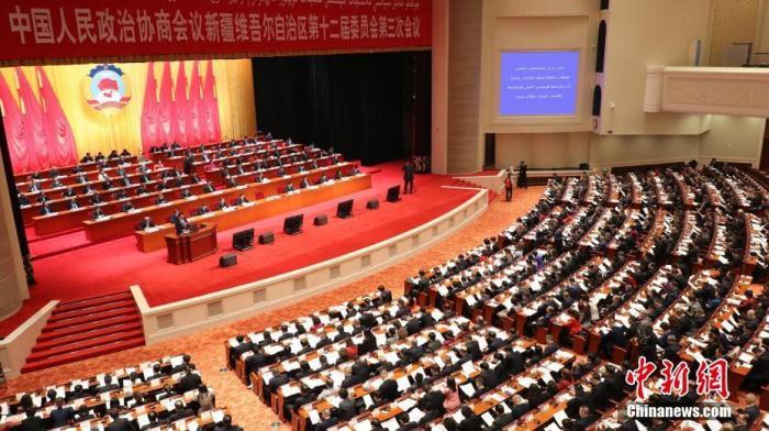 1月5日,新疆维吾尔自治区政协十二届三次会议开幕。中新社记者 王小军 摄