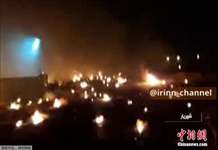 伊朗当地电视台公布的客机坠毁后的视频画面。