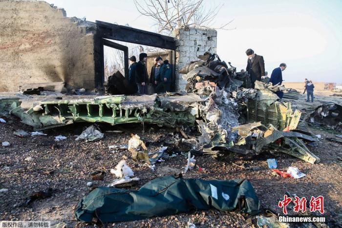 1月8日,据伊朗半官方媒体塔斯尼姆(Tasnim)通讯社报道,一架载有近180人的乌克兰客机,在伊朗目霍梅尼国际机场附近坠毁。据外媒援引伊朗国家电视台报道,客机上的所有人员全部遇难。