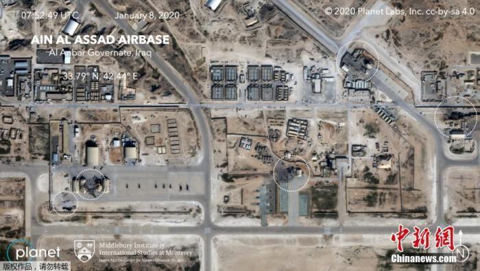 当地时间1月8日,卫星图像显示,伊拉克西部的Ain al-Asad美国空军基地在受到来自伊朗的火箭袭击后部分建筑物明显受损。作为对美军打死伊朗军事指挥官苏莱马尼的报复,伊朗伊斯兰革命卫队向驻有美军的两个伊拉克军事基地发射数十枚导弹。美国方面说,袭击没有造成美方人员伤亡。遭袭的这两处基地中,一个是位于伊拉克安巴尔省的阿萨德空军基地。