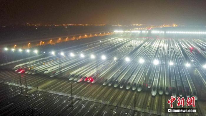 1月9日凌晨,在武漢動車段經過檢修、保溫作業的動車組蓄勢待發,迎接即將開始的2020年春運。 <a target='_blank' href='http://www.chinanews.com/'>中新社</a>記者 鄭子顏 攝