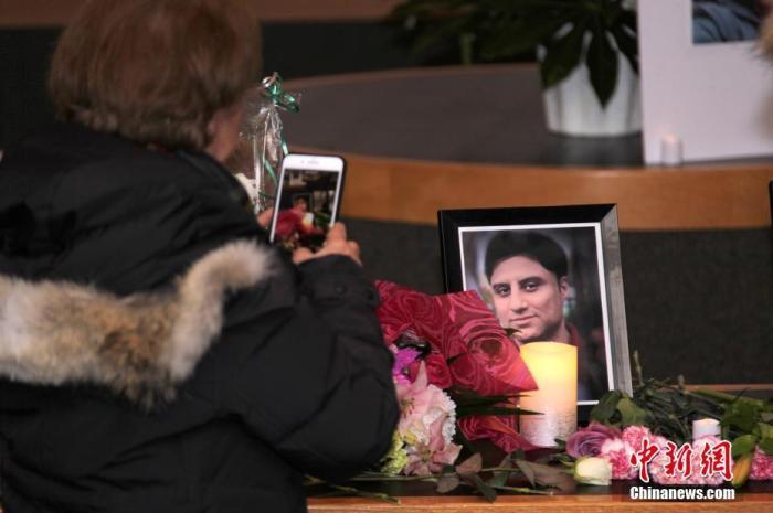 为伊朗德黑兰产生的乌克兰客机坠毁事件中遇难者进行的追思会在加拿大多伦多北约克市政中心进行。/p中新社记者 余瑞冬 摄