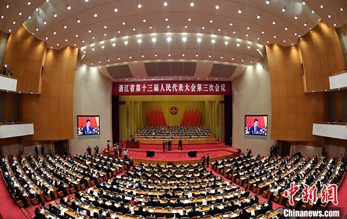 1月12日,浙江省第十三届人民代表大会第三次会议在杭州开幕。/p中新社发 董旭明 摄