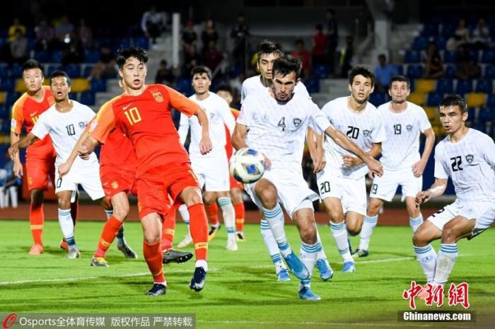 当地时间1月12日,泰国宋卡U23亚锦赛暨东京奥运会预选赛C组第二轮比赛上,中国国奥队以0:2不敌乌兹别克斯坦队,两连败的中国国奥队小组排名垫底,提前无缘东京奥运会。图片来源:Osports全体育图片社