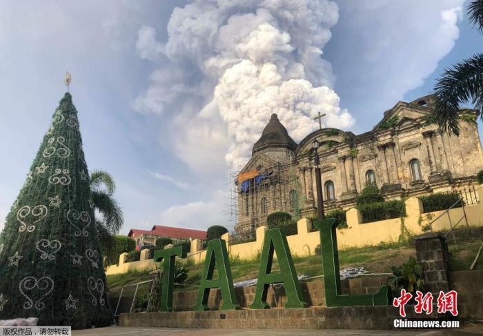 菲火山地震局(Philvocs)将火山警戒级别从3级升至4级,这意味着在未来数小时或数天内,该火山可能发生剧烈喷发。