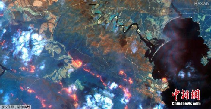 卫星图像显示,1月12日澳大利亚新南威尔士州伊甸园林火灾区卫星图像,画面清晰可见火势依旧猛烈。