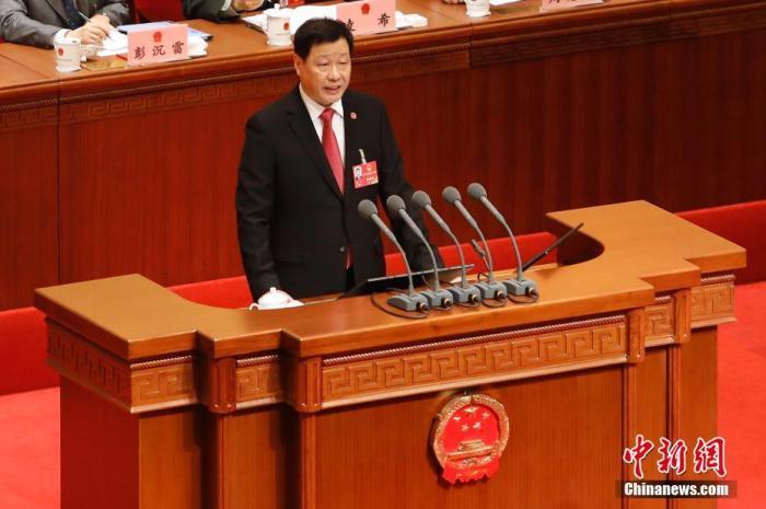 1月15日,上海市第十五届人民代表大会第三次会议在上海世博中心开幕。图为上海市市长应勇作政府工作报告。<a target='_blank' href='http://www.chinanews.com/'>中新社</a>记者 殷立勤 摄