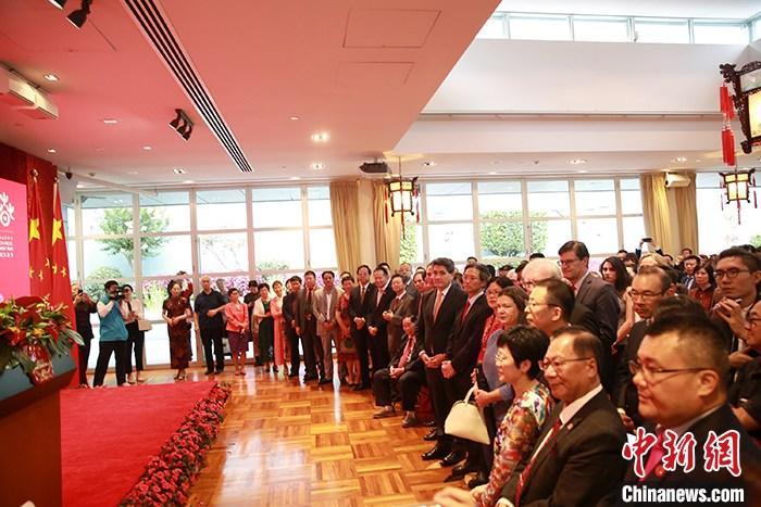 1月16日晚,中国驻悉尼总领馆举行2020年春节招待会,400多名中澳各界人士齐聚中国驻悉尼总领馆,共同迎接即将到来的中国春节。图为招待会现场。 /p中新社记者 陶社兰 摄