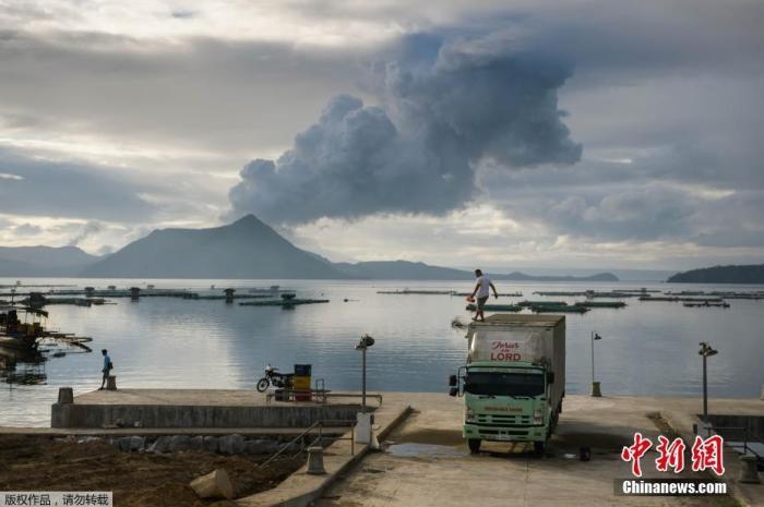 co2激光器原理菲律宾塔阿尔火山持续喷发 村庄被火山灰覆盖