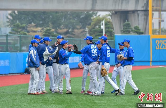 粤港澳大湾区青棒联队与台湾远东科大棒球队举行表演赛