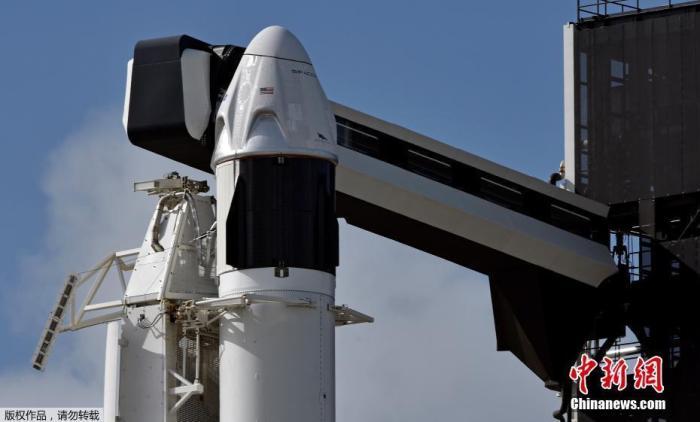 """资料图:SpaceX载人""""龙""""飞船。"""