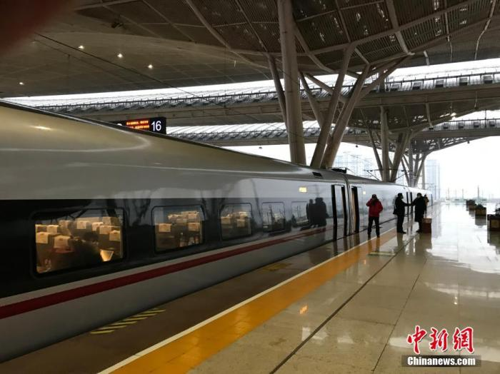 1月23日,空旷的武汉高铁站。<a target='_blank' href='http://www.chinanews.com/' >中新网</a>记者 夏春平 摄