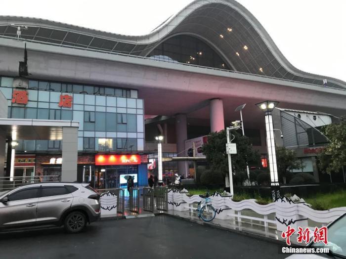 1月23日,空旷的武汉高铁站。中新网记者 夏春平 摄