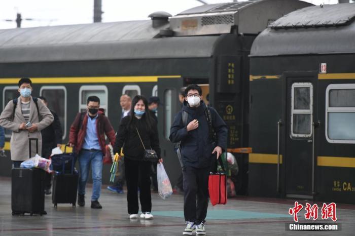 落实春节假期延长安排 铁路部门再出免费退票措施