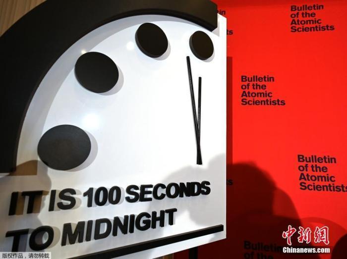 """科学家将""""末日时钟""""设置为离""""午夜""""100秒,系有史以来最接近象征性厄运的时刻。"""