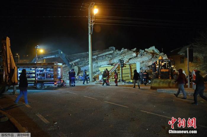 當地時間1月24日,土耳其東部發生6.8級地震,震中位于埃拉澤省錫夫里杰地區,當地建筑物大面積倒塌。