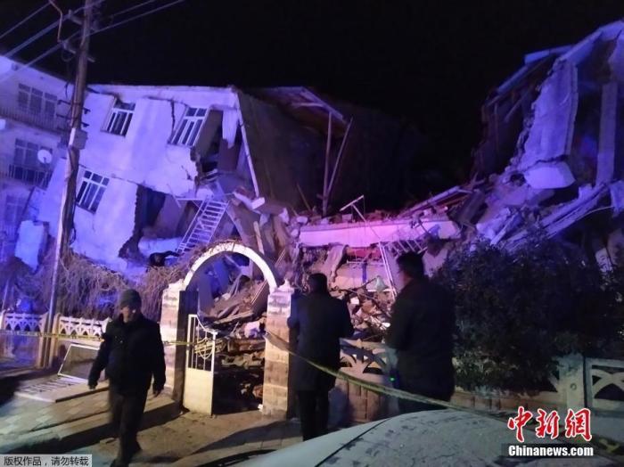 当地时间1月24日,土耳其东部发生6.8级地震,震中位于埃拉泽省锡夫里杰地区,当地建筑物大面积倒塌。