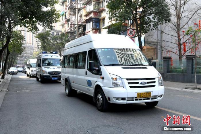 资料图:四川省医疗队赶赴湖北援助新型冠状病毒感染的肺炎救治工作。安源 摄