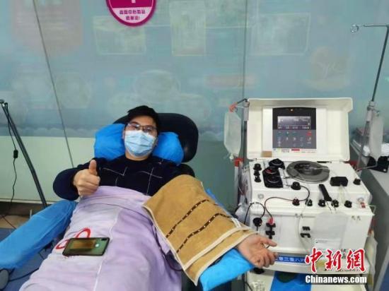 在湖北各地,众多劳动者坚守岗位,为抗击疫情努力付出。宜昌7名志愿者大年初一一大早就赶到血站献血。宜昌市中心血站供图