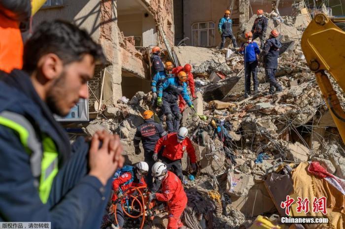 据俄罗斯卫星网报道,土耳其紧急情况部门发布消息称,土耳其东部发生地震死亡人数升至38人。