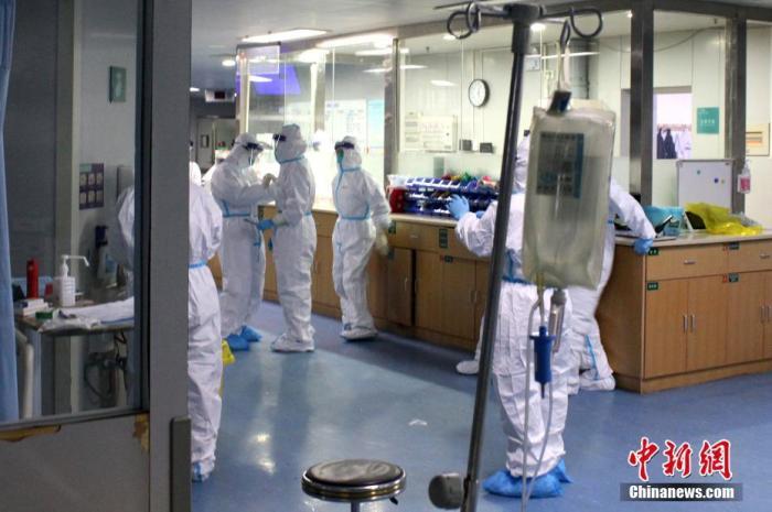 近日,武汉大学中南医院收治了多名新型冠状病毒感染的肺炎危重患者。中新社记者 周群峰 摄
