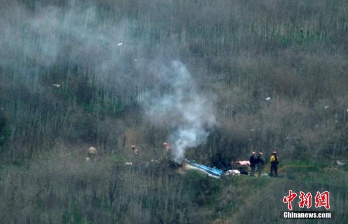 已退伍NBA著名球员科比·布莱恩特(Kobe Bryant)当地时间26日在美国添利福尼亚州卡拉巴萨斯市因乘坐的直升机坠毁而遇难,年仅41岁。图为遇难事发地现场。