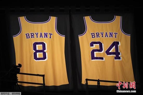 當地時間1月26日,已退役NBA著名球星科比·布萊恩特(Kobe Bryant)在美國加利福尼亞州卡拉巴薩斯市因乘坐的直升機墜毀而遇難,年僅41歲。    消息一出,有網友說,讓還沒睡醒的球迷,再多睡一會……    有網友說:斯特恩在天堂第一順位摘走了科比。    有網友說:這要是一條假新聞有多好……    科比,愿天堂也有籃球陪你。    科比,我們想你。