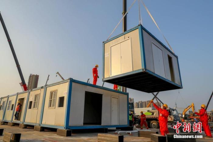 1月30日,武汉火神山医院施工现场,各项施工项目在全速推进中。 <a target='_blank' href='http://www.chinanews.com/'>中新社</a>记者 张畅 摄