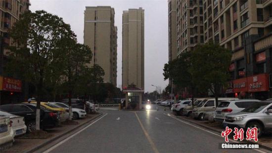 2月1日下午,湖北黄冈市黄州区街上,行人寥寥无几。李大成 摄
