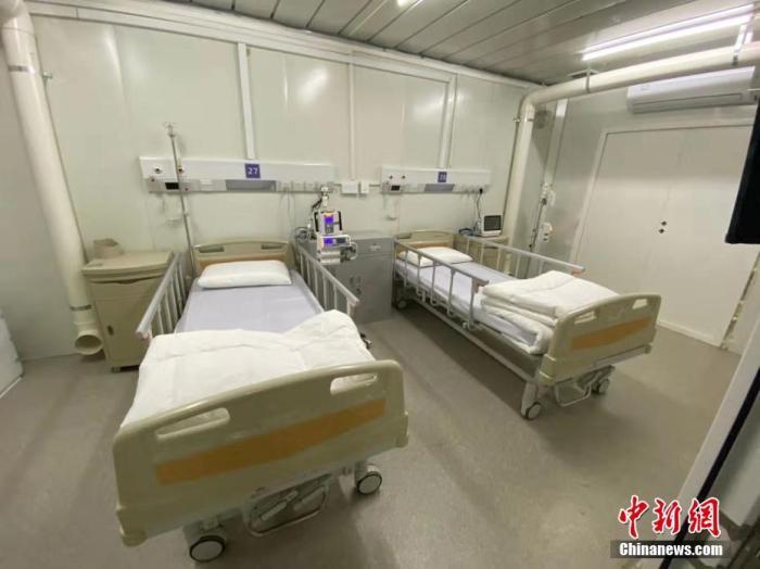 武汉火神山医院迎来首批病人入住 拥有1000张病床的医院正式启用