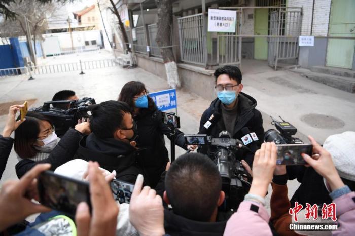 2月2日,甘肃省首批3名新型冠状病毒感染的肺炎确诊患者治愈出院,<a target='_blank' href='http://www.hsssfn.com/'>中新社</a>记者 杨艳敏 摄