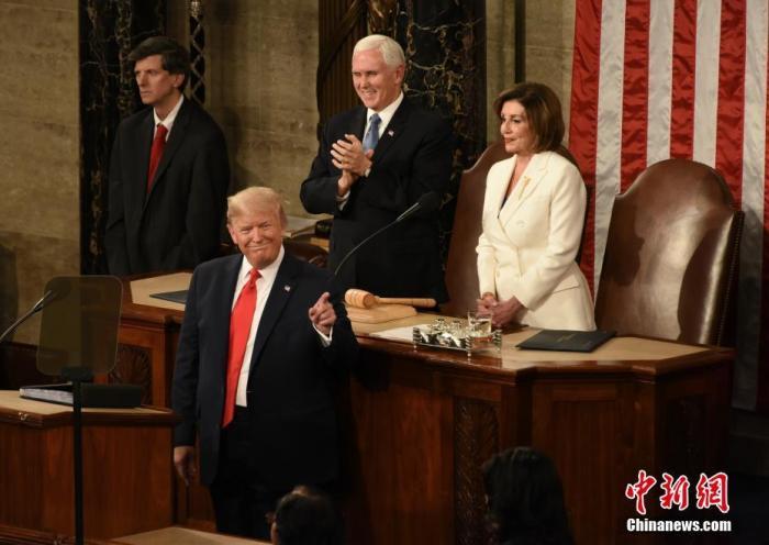 当地时间2月4日晚,美国总统特朗普在国会多议院发外国情咨文。美国参议院将于5日就针对特朗普的弹劾条款进走终极外决。中新社记者 陈孟统 摄