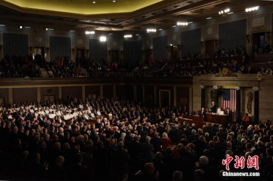 当地时间2月4日晚,美国总统特朗普在国会众议院发表国情咨文。美国参议院将于5日就针对特朗普的弹劾条款进行最终表决。中新社记者 陈孟统 摄