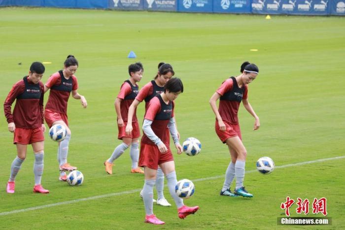圖為中國國家女子足球隊隊員在訓練中。<a target='_blank' href='http://www.jylmpo.tw/'>中新社</a>記者 陶社蘭 攝